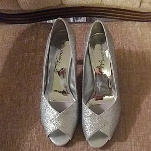 Easy Street Alive 5 sliver sparkle high heels